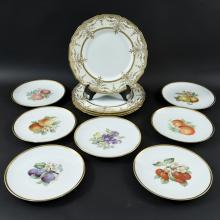 GROUPING OF PORCELAIN PLATES INCL. ROYAL DOULTON