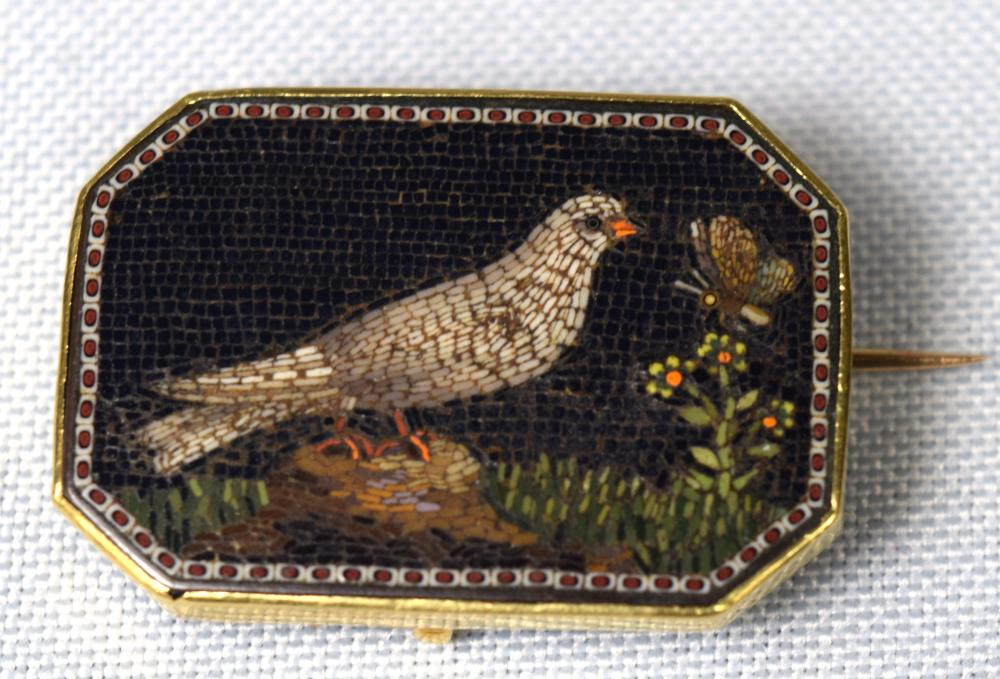 19TH C ITALIAN MICROMOSAIC BROOCH: