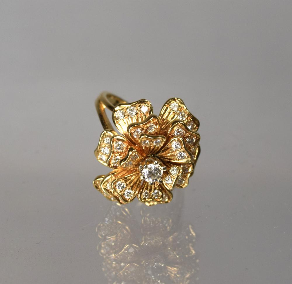 14KT GOLD & DIAMOND FLOWER RING: