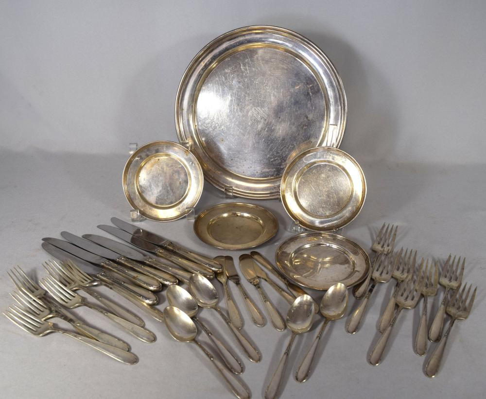STERLING SILVER ONEIDA HEIRESS PATTERN PARTIAL FLATWARE & TRAY WITH 4 BREAD PLATES:
