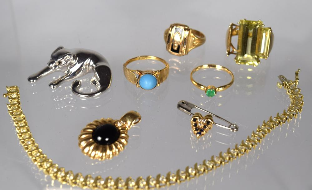 EIGHT ASSEMBLED GOLD JEWELRY ITEMS: