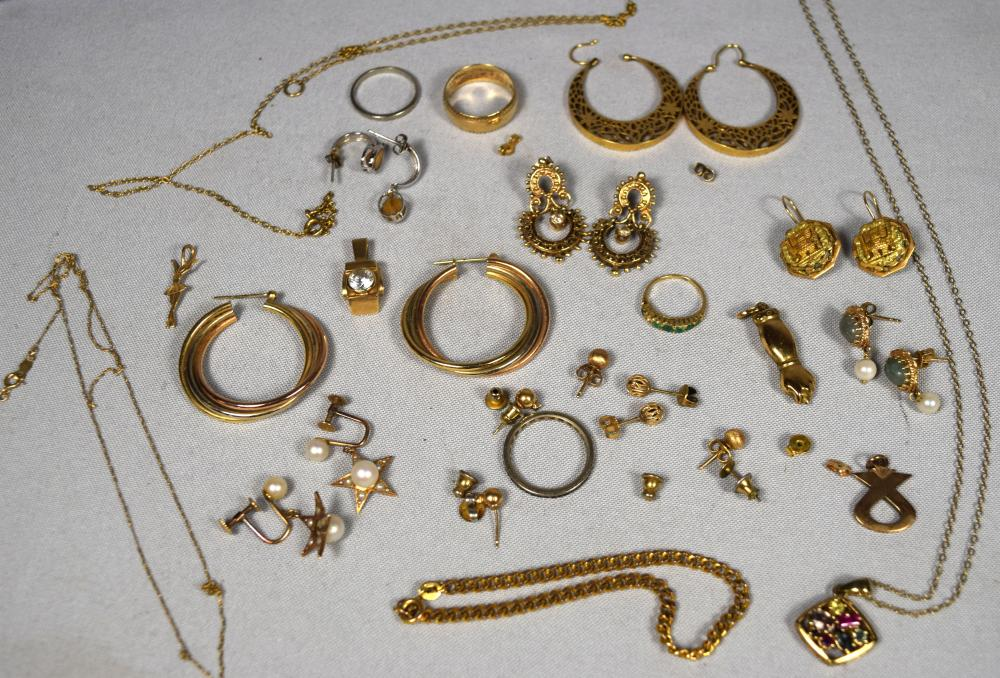 ASSEMBLED GOLD EARRINGS & OTHER GOLD JEWELRY: