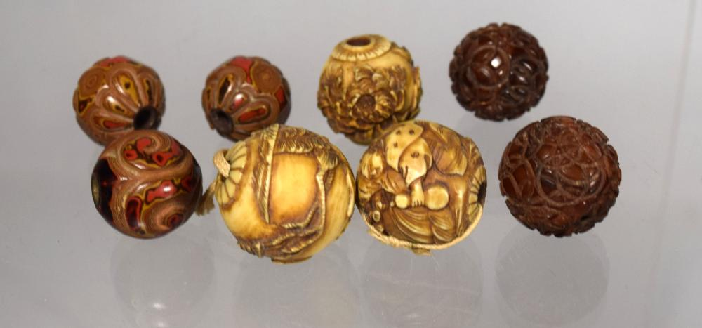 19TH C MEIJI JAPANESE CARVED IVORY NETSUKE OJIME BEADS: