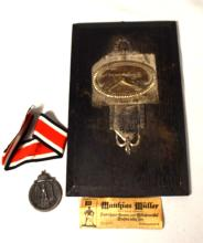 WORLD WAR II GERMAN RARE MACHINE GUN PLAQUE & EASTERN GERMAN FRONT MEDAL: