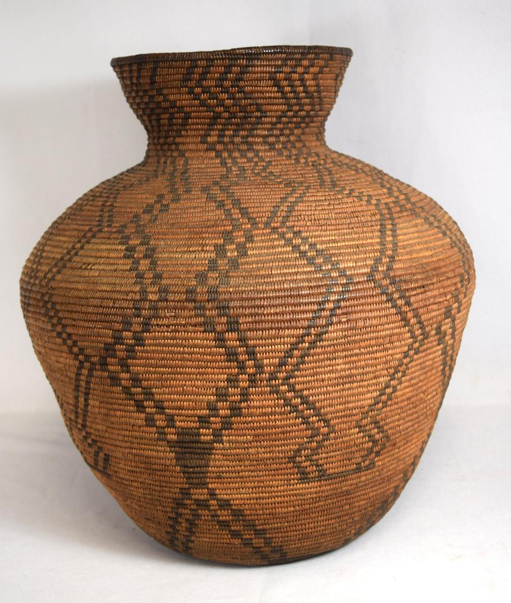 19TH C NATIVE AMERICAN INDIAN LARGE COIL BASKET: