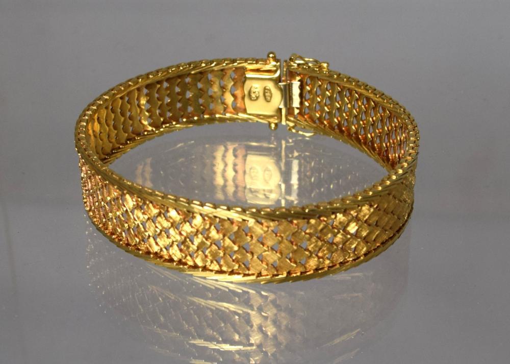 18KT YELLOW GOLD WOVEN DESIGN BRACELET: