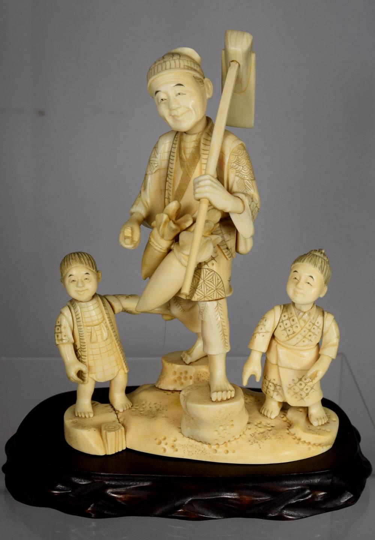 JAPANESE CARVED IVORY OKIMONO IVORY GROUP: