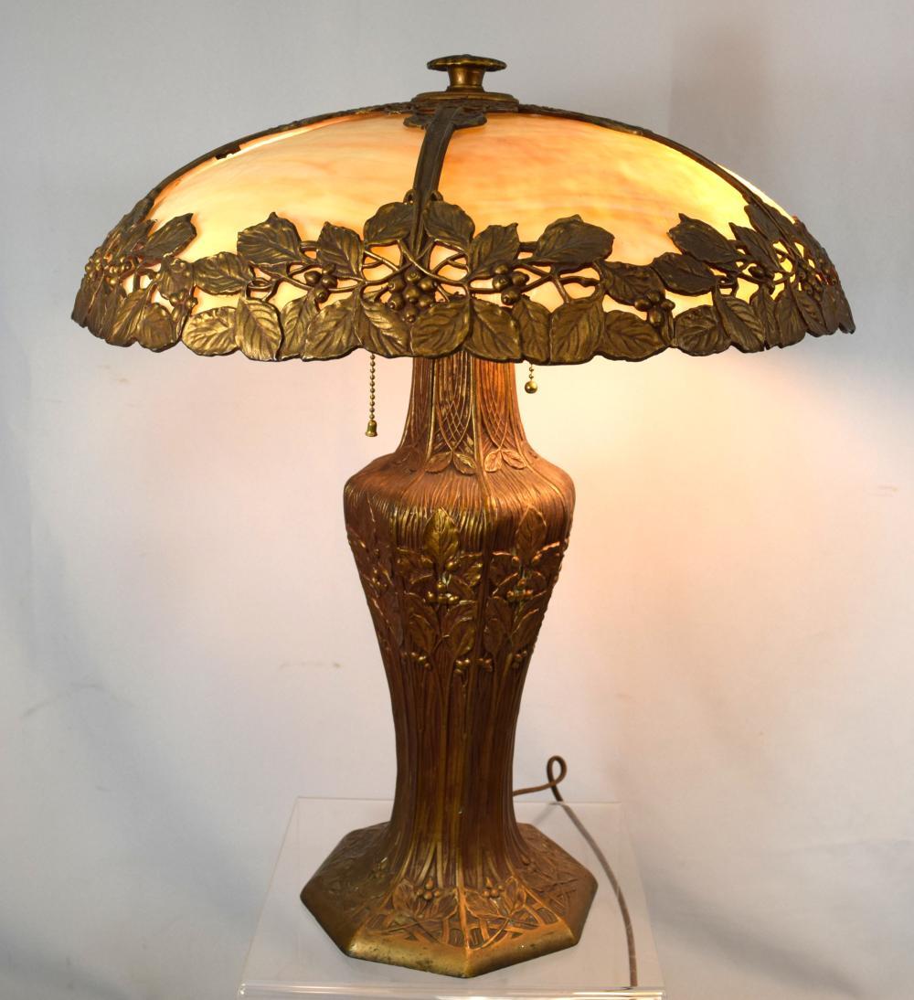 LARGE ART NOUVEAU SLAG GLASS PANEL TABLE LAMP: