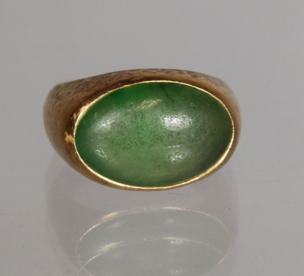 MANS 14KT GOLD & GREEN STONE RING: