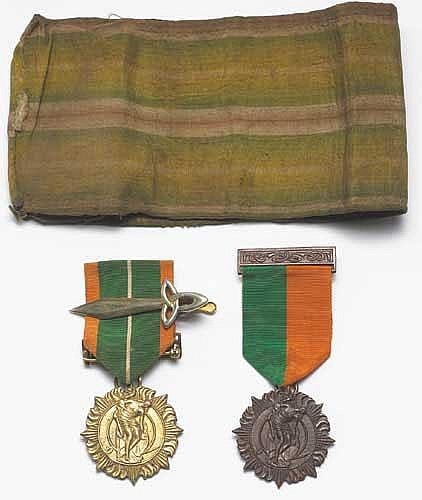 1916-21 1916 RISING MEDAL AND 1966 SURVIVORS MEDAL