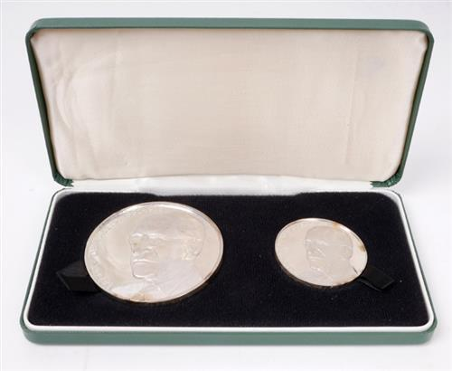 Eamon de Valera commemorative silver medals by Spink