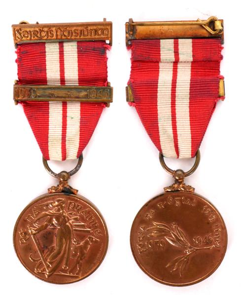 1939-46 Emergency National Service medal, Forsa na n-Oglac (2ú line) with one bar.
