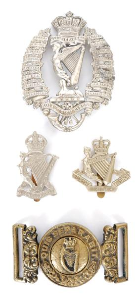 1881-1921 Royal Irish Rifles, other ranks waist belt clasp, a helmet plate and two cap badges. (4)