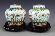 A PAIR OF DOUCAI PORCELAIN JAR WITH COVER