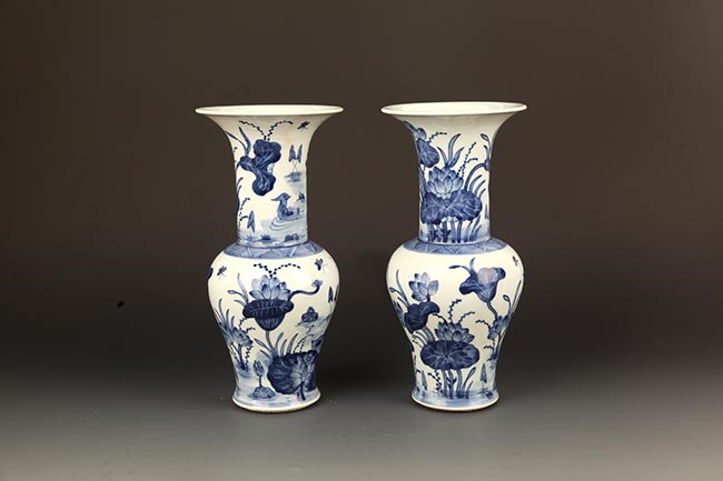 PAIR OF BLUE AND WHITE PAINTED PORCELAIN JAR