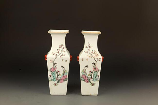 PAIR OF FAMILLE-ROSE SQUIRE PORCELAIN JAR