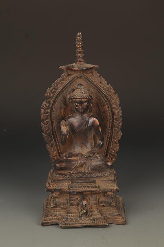 A FINE BRONZE TATHAGATA BUDDHA