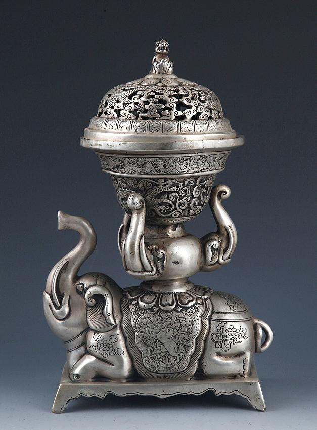 A ELEPHANT FIGURE BRONZE AROMATHERAPY