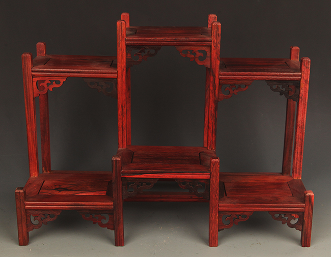 A HUA LI MU PENDANT CHINESE DISPLAY SHELF