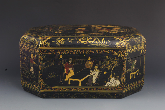 A GILT LACQUERED STORY PAINTED WOOD BOX