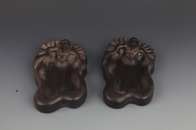 PAIR OF ZI TAN MU BAT FIGURE BRUSH WASHER