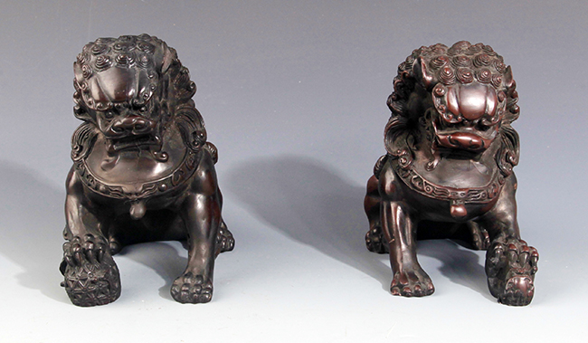 A PAIR OF CHINESE LION FIGURE