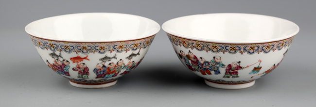 A PAIR OF FAMILLE-VERTE PORCELAIN BOWL