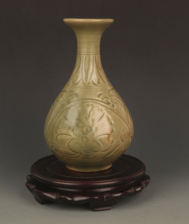 A YUE YAO FLOWER CARVING YU HU CHUN BOTTLE