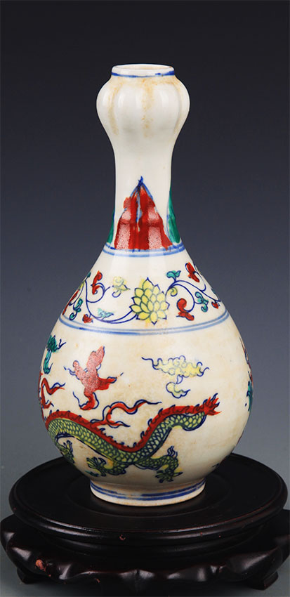 A FINE DOUCAI PORCELAIN BOTTLE