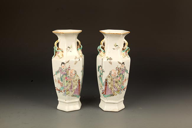 PAIR OF FAMILLE-ROSE PAINTED PORCELAIN JAR