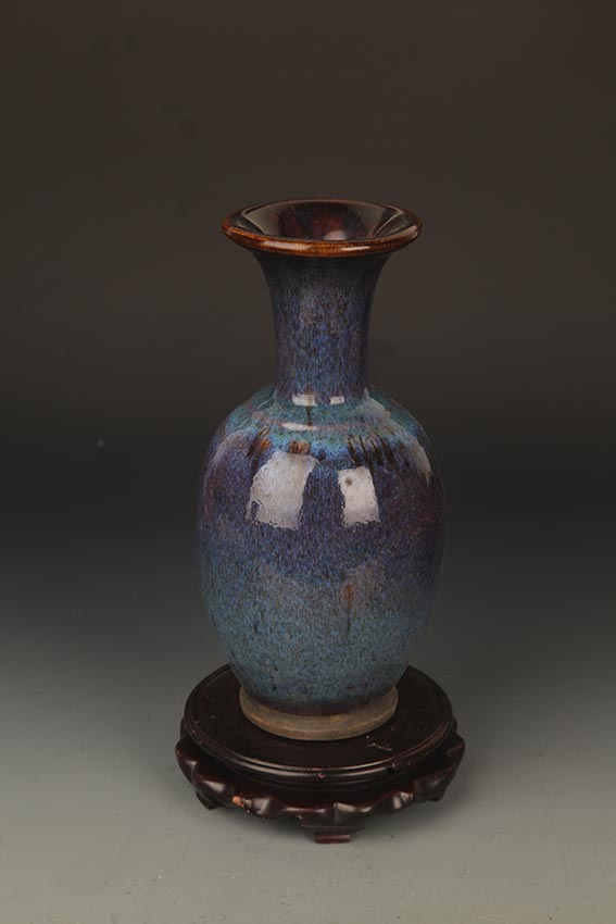 A FINE DARK BLUE COLOR PORCELAIN JAR