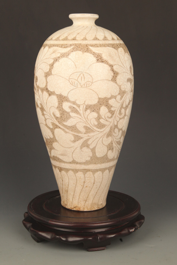 A FLOWER CARVING JI ZHOU YAO MEI BOTTLE