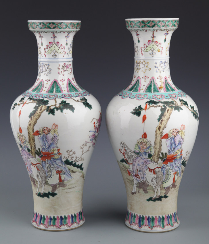 PAIR OF LARGE FAMILLE-ROSE PORCELAIN VASE