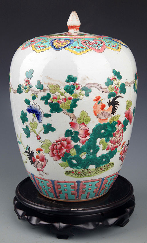 PAINTED FAMILLE-ROSE PORCELAIN JAR WITH COVER