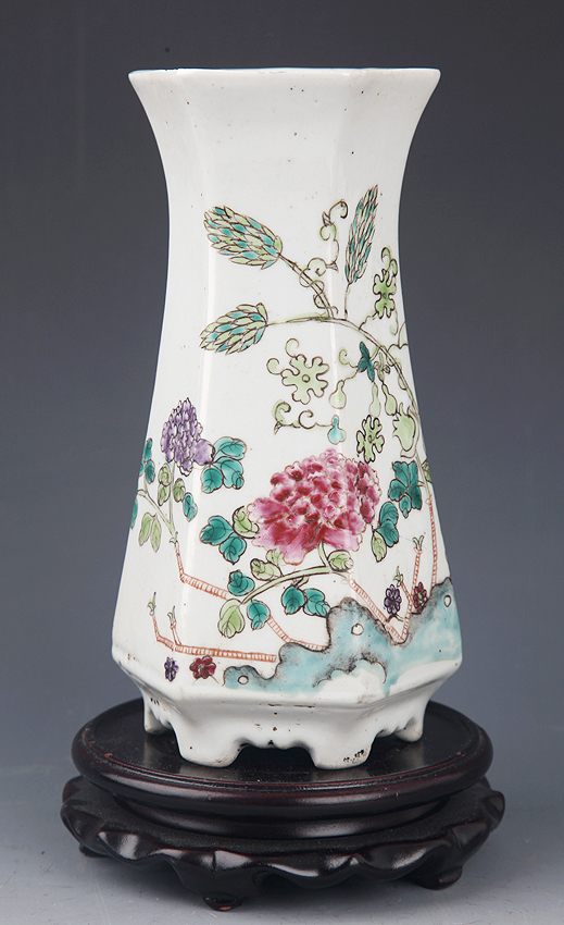 A FINELY COLOR PAINTED PORCELAIN VASE