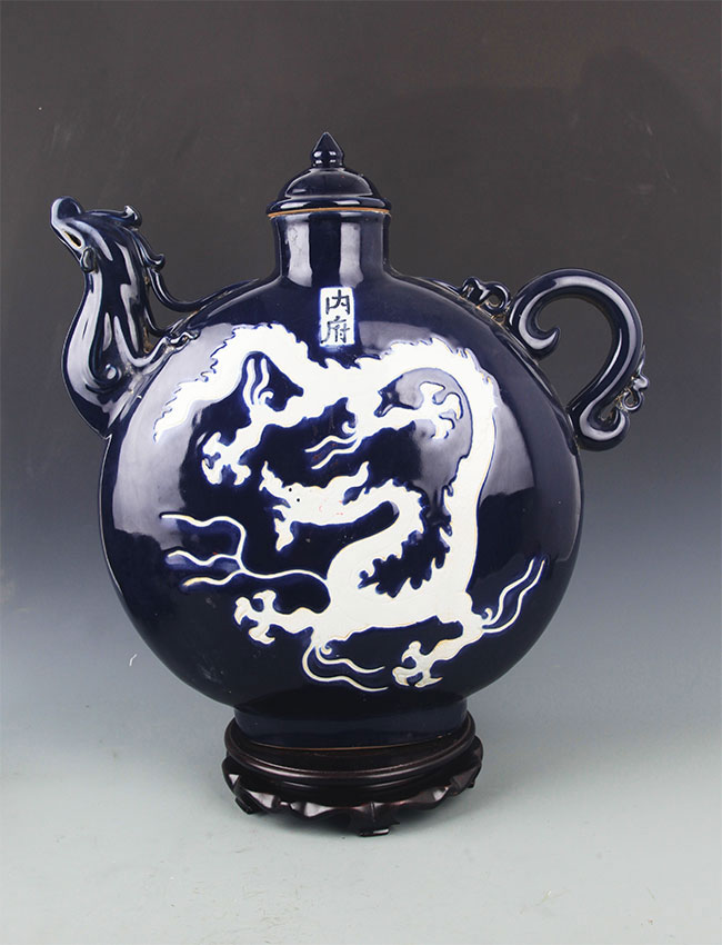 A DARK BLUE COLOR DRAGON PORCELAIN WATER BOTTLE
