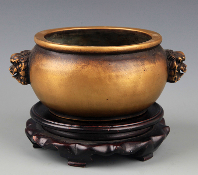 A LION EAR ROUND BRONZE CENSER