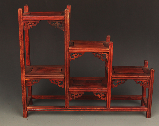 A OLD CHINESE SHELF MADE OF HONG SUAN ZHI