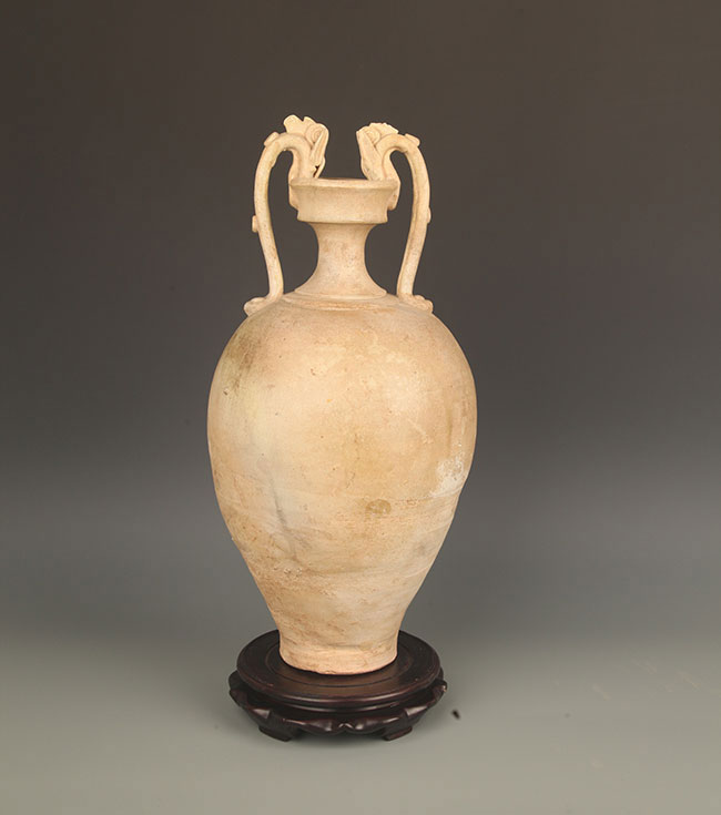 A COPY OF LARGE WHITE COLOR PORCELAIN VASE