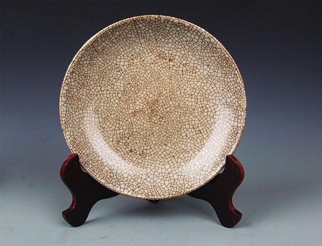 A FINE GE-TYPE GLAZED PORCELAIN PLATE