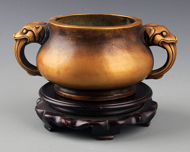 A DOUBLE ANIMAL EAR ROUND BRONZE CENSER