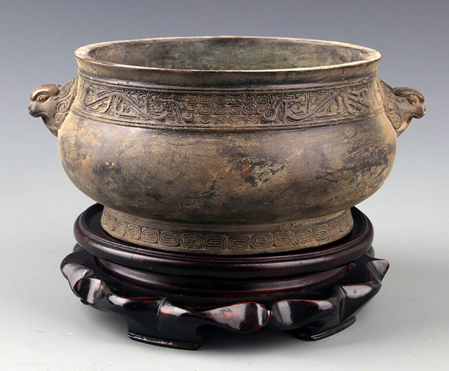 A DOUBLE LION EAR ROUND BRONZE CENSER