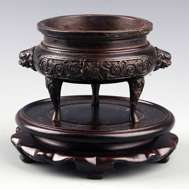 A FLOWER CARVING HIGH FOOT BRONZE CENSER