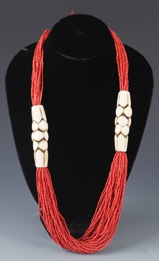 A FINE CORAL NECKLACE