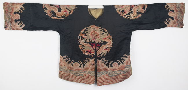 AN EMBROIDERED SEMI-FORMAL JACKET