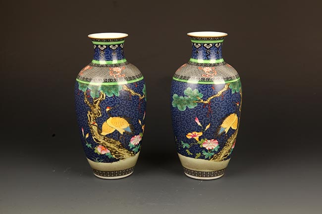 PAIR OF BLUE GROUND FAMILLE-ROSE DECOREATIONAL JAR