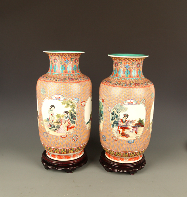 PAIR OF FAMILLE ROSE WITH TURQUOISE GROUND DECOREATION JAR