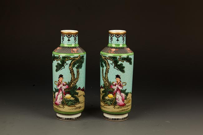 PAIR OF ENAMEL COLOR STORY PAINTED DECOREATION PORCELAIN BOTTLE