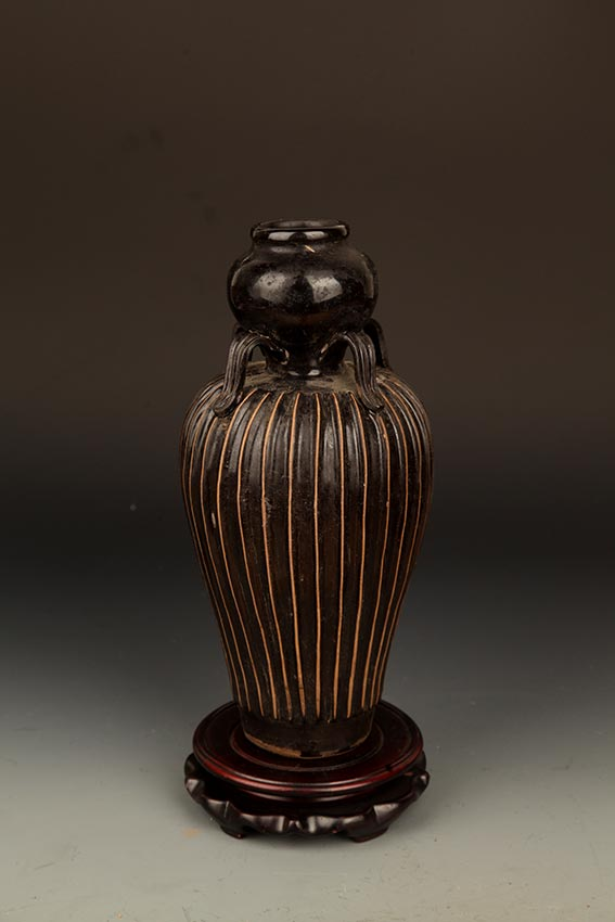 A BLACK COLOR, MELON-SHAPED PORCELAIN BOTTLE