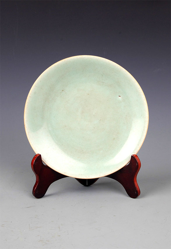 A BLUE COLOR GLAZED PORCELAIN PLATE